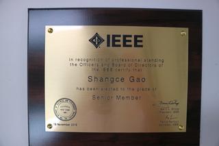 知能情報工学科人工知能研究室の高尚策准教授が米国IEEEにおいてSenior Member(上級会員)に昇級しました